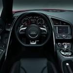 Das Cockpit des Audi R8 Spyder V10