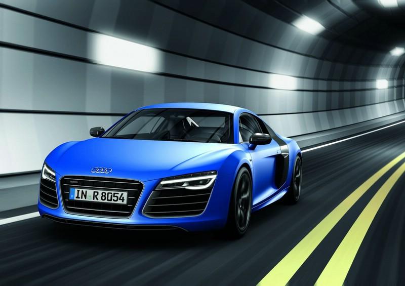 Audi R8 V10 plus in Blau in der Frontansicht
