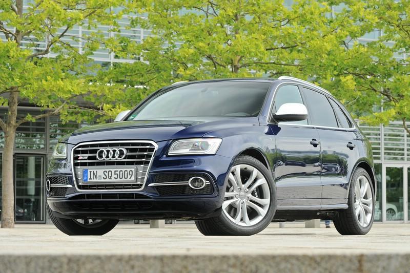 Audi SQ5 in Dunkelblau