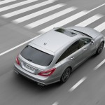Silberner Mercedes CLS 63 AMG Shooting Brake in der Heckansicht