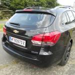 Der neue Chevrolet Cruze Kombi in schwarz in der Heckansicht