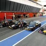 Sebastian Vettel und Mark Webber mit dem Megane R.S. Red Bull Racing