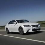 Lexus GS 450h F in der Front- Seitenansicht (Fahraufnahme)