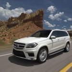 Weisser Mercedes-Benz GL 500 Blue Efficiency auf Amerikanischen Strassen