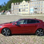 Volvo V40 in der Seitenansicht (Rot, Standaufnahme)
