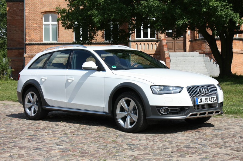 Weisser Audi A4 allroad quattro 3.0 TDI clean diesel