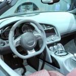 Das Cockpit des Audi R8 V10