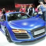 Audi R8 V10 plus in Blau auf der Moskauer Automesse in Russland