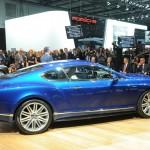 Blauer Bentley Continental GT Speed in der Seitenansicht