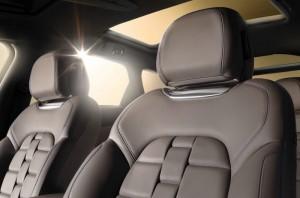 Der Innenraum und die Sitze des Citroen DS5 Pure Pearl