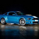 Der Ford Shelby Mustang GT 500 Cobra an Caroll Shelby erinnern