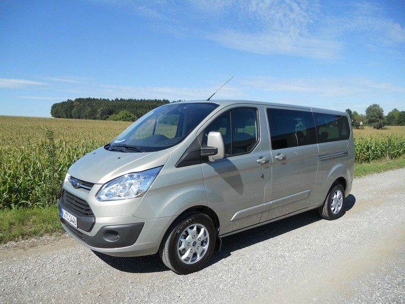 ford tourneo custom mit dem transit auf tour. Black Bedroom Furniture Sets. Home Design Ideas