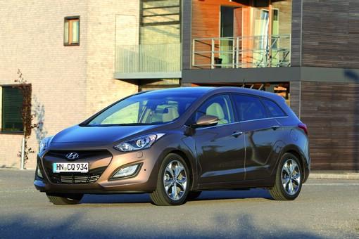 Hyundai i30cw in der Front und Seitenansicht