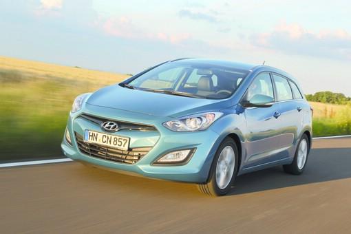Neuer Hyundai i30cw von vorne (Fahraufnahme)