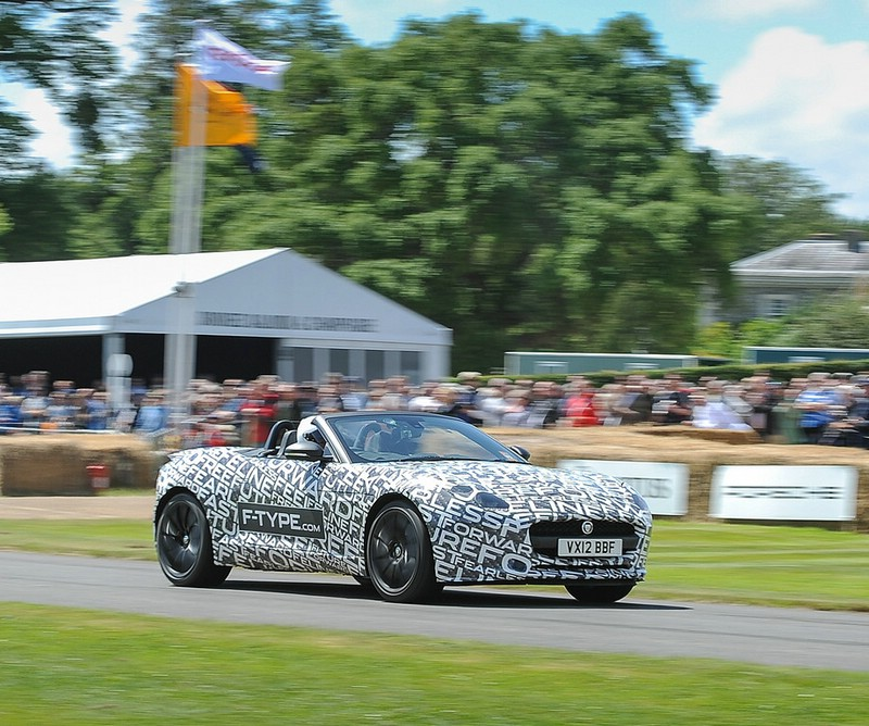 Der neue Jaguar F-Type ist hier noch getarnt