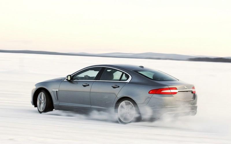 Die Seitenansicht des Jaguar XF AWD