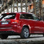 Roter Jeep Grand Cherokee SRT mit 468 PS