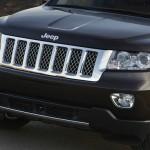 Der Kühlergrill des Jeep Grand Cherokee Overland Summit