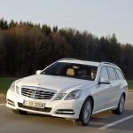 Weisser Mercedes-Benz E 300 Blue Tec Hybrid als T-Modell