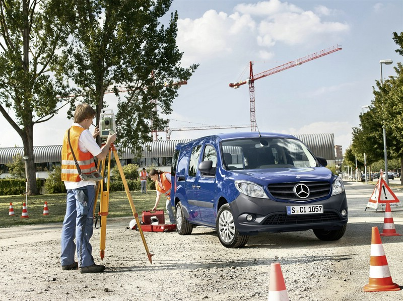 Der neue Mercedes-Benz Citan in Blau