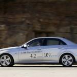 Die Seitenpartie des Mercedes E 300 Blue Tec Hybrid