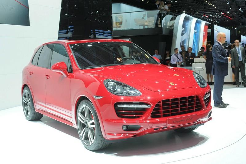 Porsche präsentiert in Russland roten Cayenne GTS