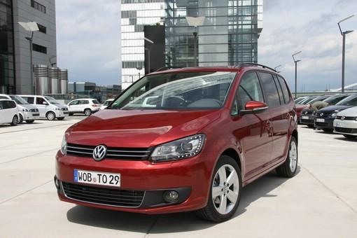 Volkswagen Touran in der Frontansicht (Kühlergrill)