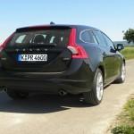 Schwarzer Volvo V60 D5 in der Heckansicht