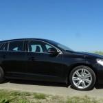 Schwarzer Volvo V60 D5 in der Seitenansicht