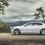 Der XF AWD von Jaguar in der Seitenanischt