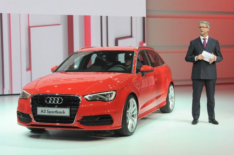 Der neue Audi A3 in Rot auf dem Pariser Autosalon 2012