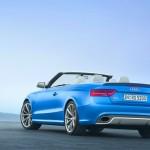 Audi RS 5 Cabriolet in Blau in der Heckansicht