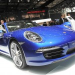 Porsche Carrera 4 in der Lackfarbe Blau in Paris