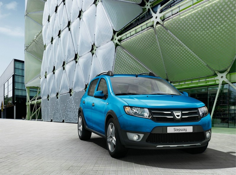 Blauer Dacia Sandero Stepway Modell 2013