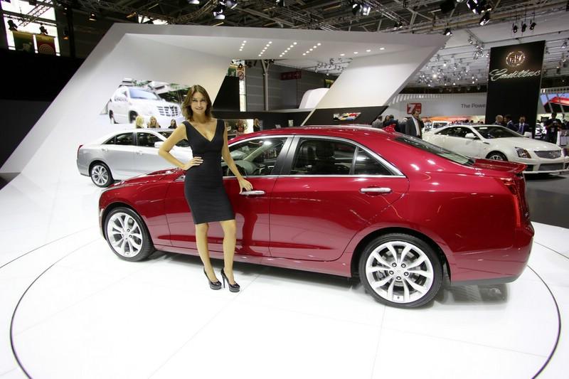 Roter Cadillac ATS auf dem Pariser Autosalon 2012