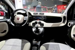 Der Innenraum des Allradautos von Fiat, der Panda 4x4