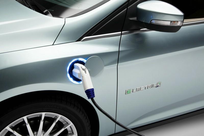 Ford Focus Electric wird aufgeladen