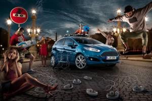 Ford Fiesta Blau 2013 in der Front- Seitenansicht