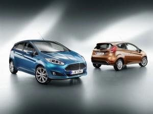 Ford Fiesta in zwei verschiedenen Außenfarben