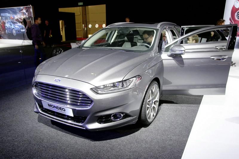 Ford Mondeo Kombi 2013 auf der Paris Motor Show