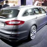 Die Heckansicht des 2013-er Ford Mondeo Kombi