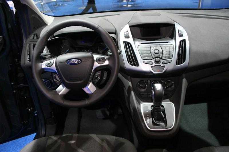 Das Cockpit des Ford Transit Connect