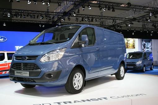 Blauer Ford Transit Custom auf der Nutzfahrzeugmesse IAA 2012