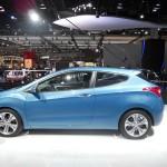 Blauer Hyundai i30 Dreitürer auf dem Pariser Autosalon 2012