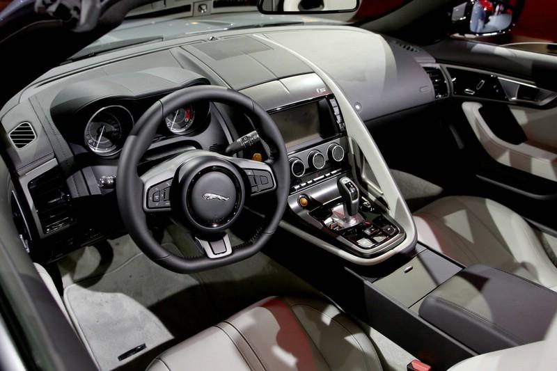 Das Cockpit des neuen Jaguar F-Type