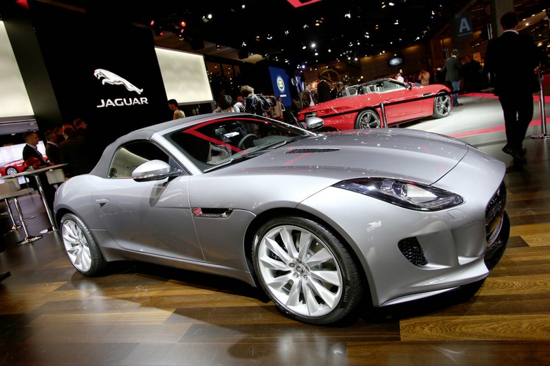 Jaguar F-Type auf dem Pariser Autosalon 2012