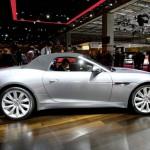 Der Jaguar-Roadster F-Type in der Seitenansicht