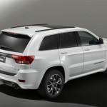 Jeep Grand Cherokee SRT Limited Edition in Weiss in der Seiten- Heckansicht