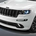 Der Kühlergrill des Jeep Grand Cherokee SRT Limited Edition