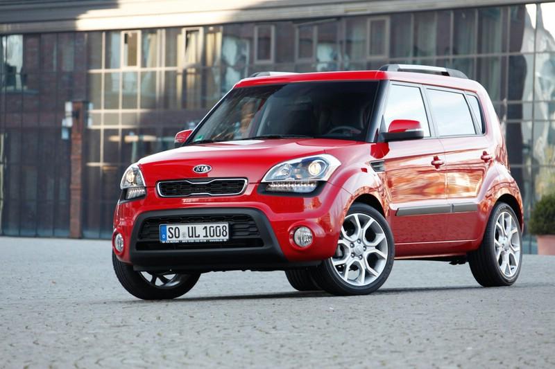 Kia Soul Facelift 2012 in Rot in der Frontansicht